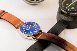 Blauwe met lichte band plus kompas