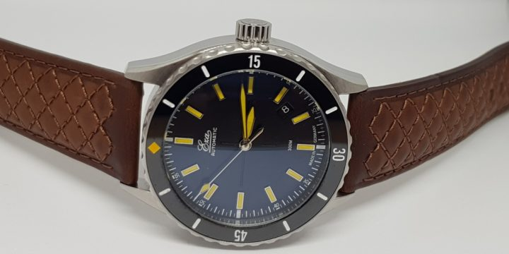 Watchisthis reviewed the Eza Sealander